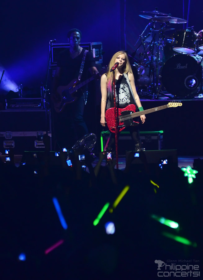 Avril Lavigne Black Star Tour 2012