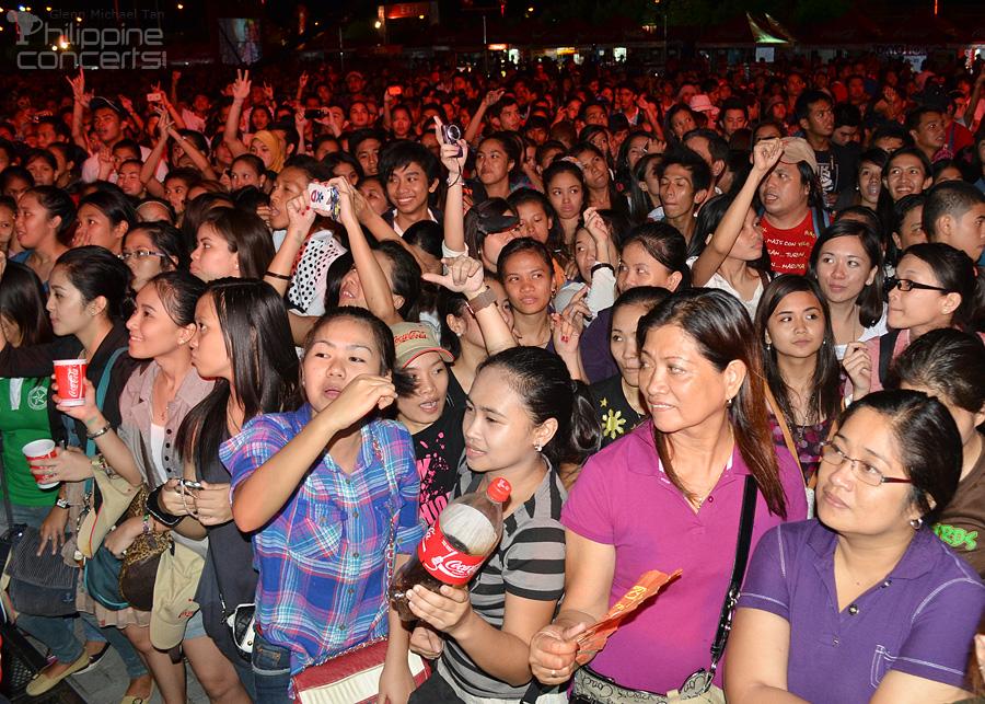 Concert ng Bayan Crowd