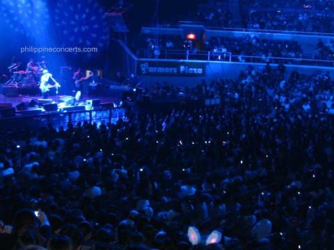 bruno-mars-live-in-manila-crowd-2011