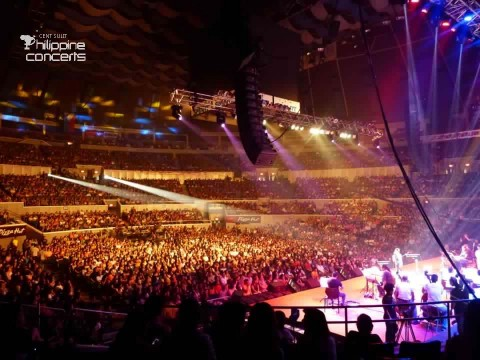 crowd at the big dome aiza concert