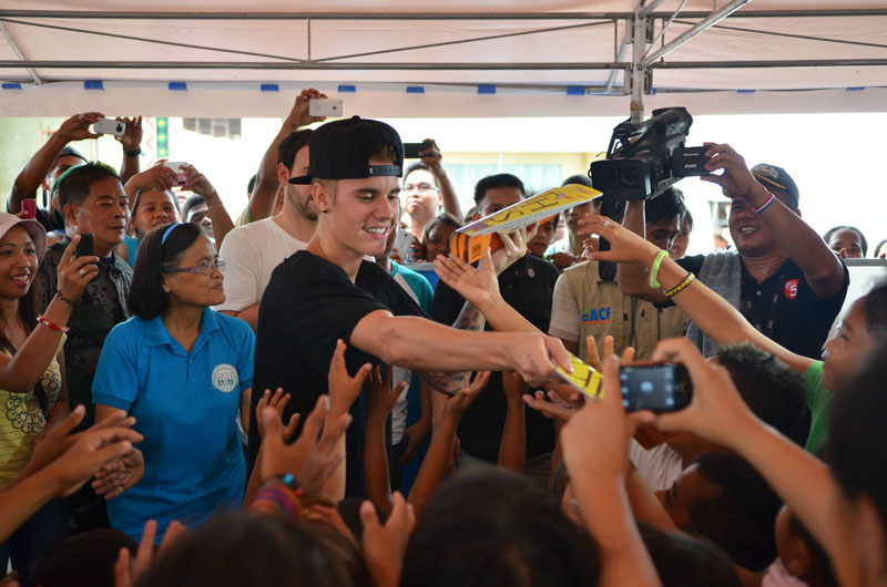 Justin Bieber in Tacloban Photos