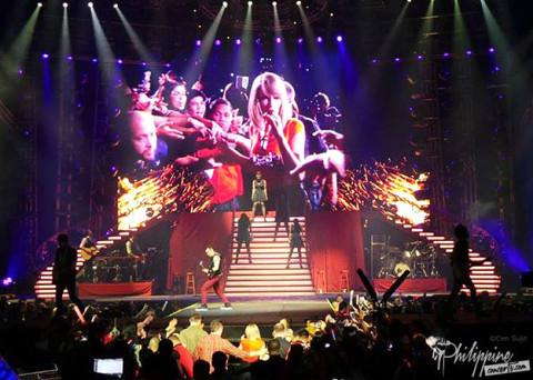 Red Tour Manila Setlist
