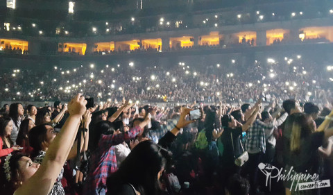 The 1975 in Manila Crowd
