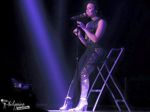 demi-lovato-concert-manila-2015