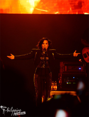 demi-lovato-live-at-moa-arena