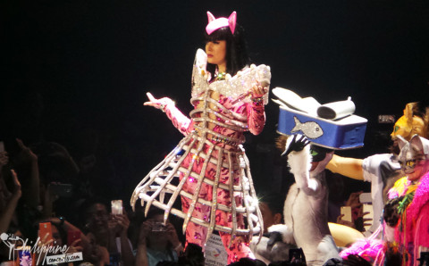 katy-perry-fish-costume-manila