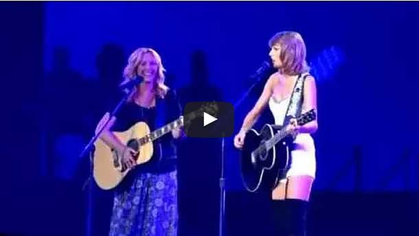 "Taylor Swift & Lisa Kudrow Sing ""Smelly Cat"" Live"