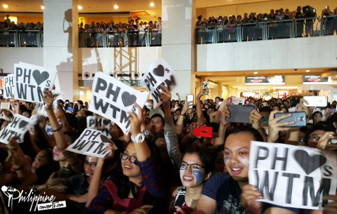 walk-the-moon-ayala-malls-crowd