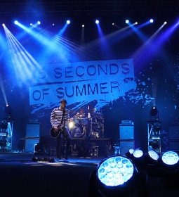 5-seconds-of-summer-live-in-manila-2016
