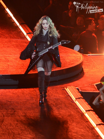 madonna-guitar-rebel-heart